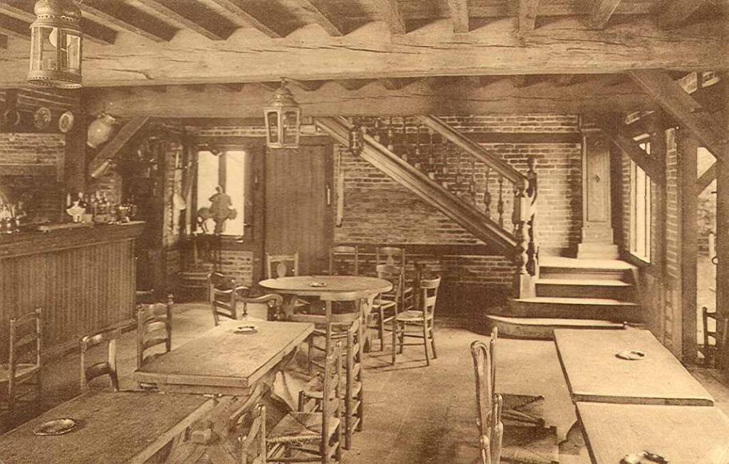 """Een oude foto van de """"Auberge du Chevalier""""."""