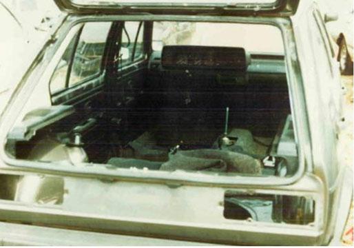 De Volkswagen Golf nadat hij werd teruggevonden in Bois de Hourpes.