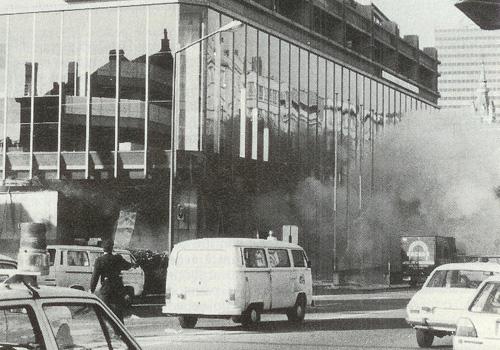 Het gebouw van de Generale Bank na de aanslag van de CCC.