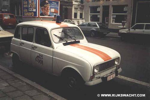 Een R4 van de Rijkswacht.