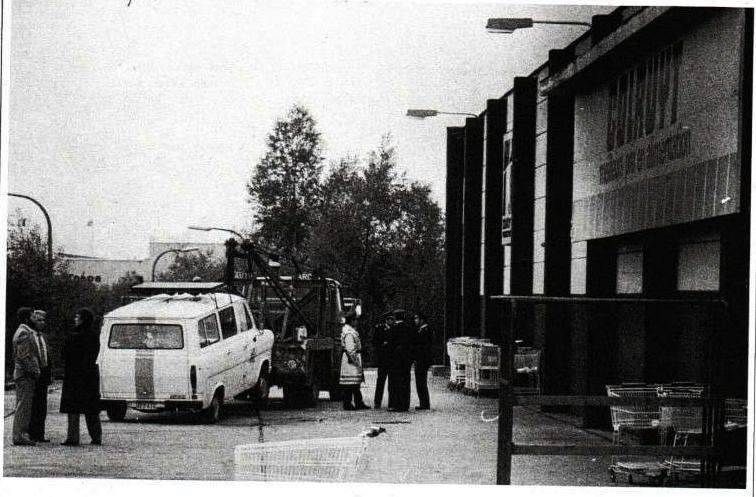 Het Colruyt-warenhuis van Nijvel, de ochtend na het bloedbad.