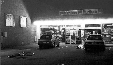 De krantenwinkel aan het Delhaize-warenhuis waar Léon Finné werd vermoord.