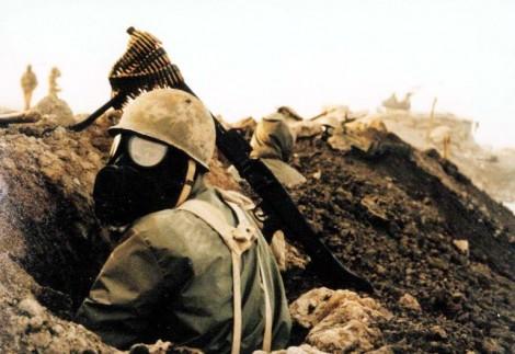 Een soldaat tijdens de oorlog tussen Iran en Irak.