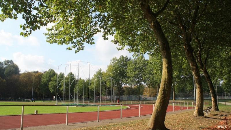 De atletiekpiste in het Osbroekpark in Aalst.