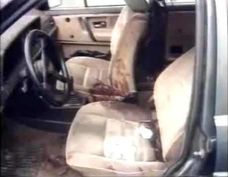 De wagen van Juan Mendez na de moord.