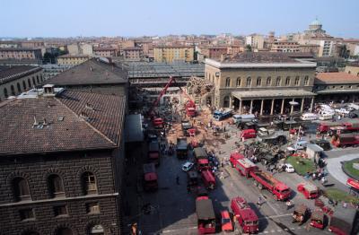 Het station van Bologna na de aanslag.
