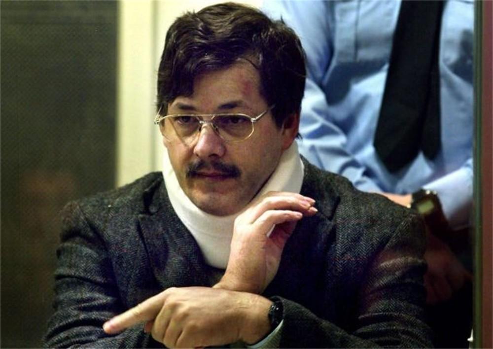 Marc Dutroux tijdens zijn proces.