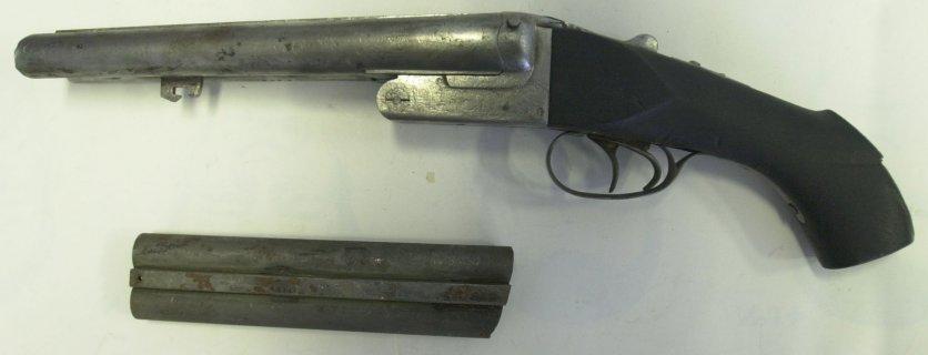 Het gestolen jachtgeweer nadat het werd teruggevonden in Ronquières.